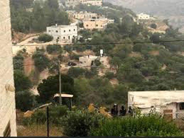 الاحتلال يهدم سورا استناديا في قرية الولجة غرب بيت لحم