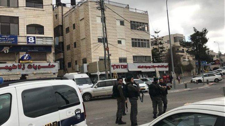 الاحتلال يقتحم جمعية الدراسات العربية ويحتجز مديرها وطاقمها
