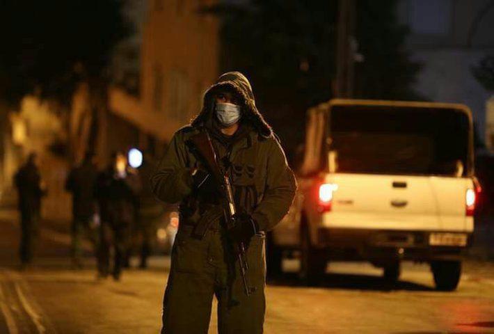 الشرطة والاجهزة الأمنية تغلق 40 محلاً تجاريًا في نابلس