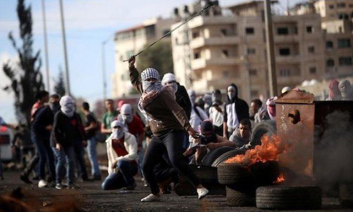 عشرات الاصابات بالاختناق في مواجهات مع الاحتلال وسط الخليل