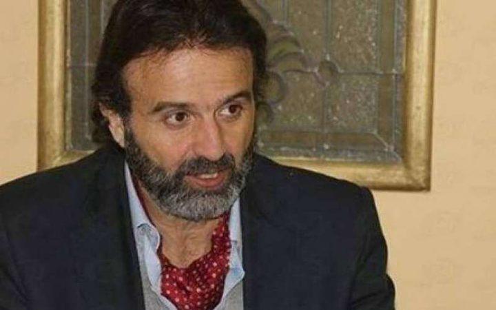 الفنان أيمن عزب يعلن إصابة والده بفيروس كورونا