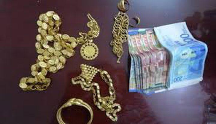الشرطة تكشف ملابسات سرقة مصاغ ذهبي من شقة بنابلس