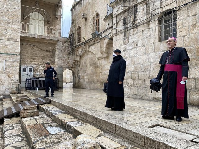 إغلاق كنيسة القيامة في القدس كإجراء وقائي من فيروس كورونا