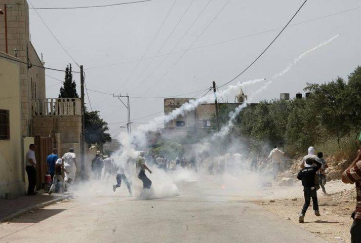 اصابات بالاختناق جراء قمع الاحتلال مسيرة كفر قدوم الأسبوعية