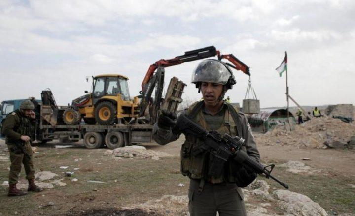 قوات الاحتلال تخطر بوقف البناء في منزلين ببلدة الخضر
