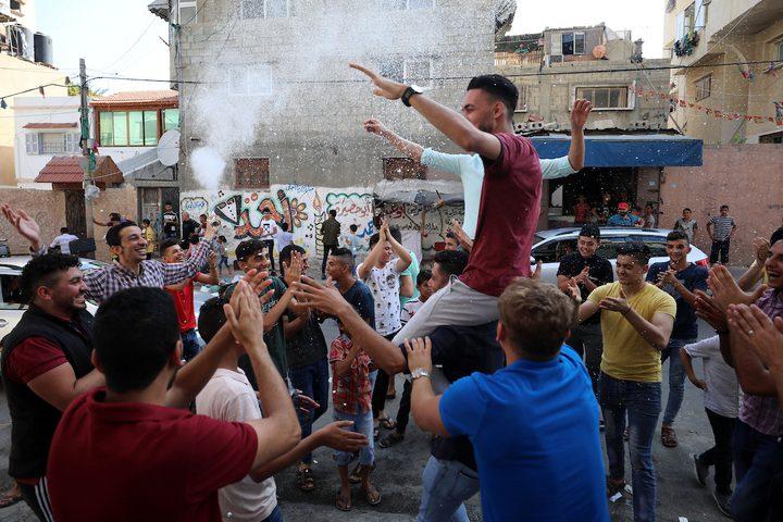 المواطنون في غزة يحتفلون هذا اليوم بنجاح طلاب الثانوية العامة 2020، ومظاهر الفرح تنتشر في كثير من الشوارع والبيوت.