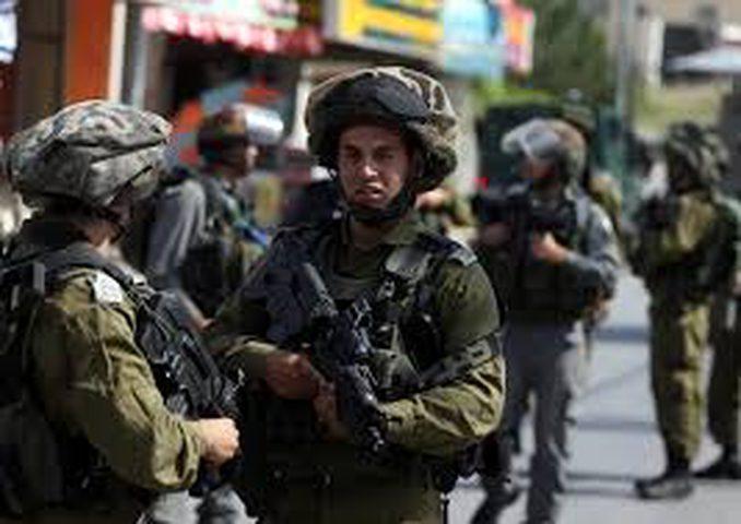 الاحتلال يعتقل مواطنين من محافظة الخليل