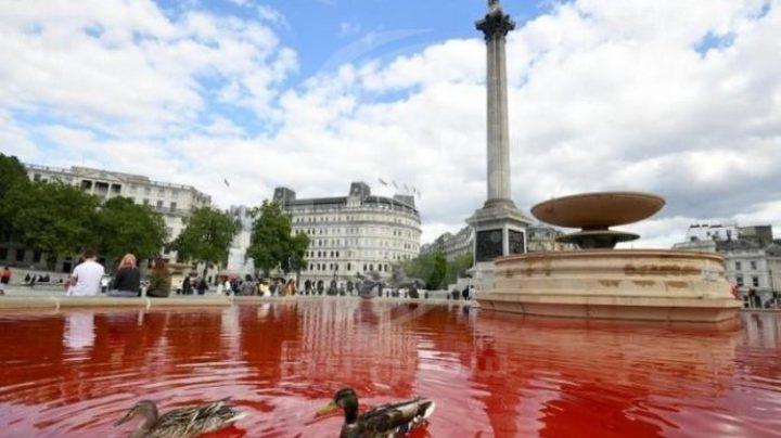 """مناصرون حقوق الحيوان يحولون نافورة """"طرف الأغر"""" إلى """"نافورة دماء""""!"""