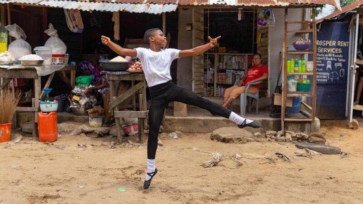 مراهق نيجيري يقرر احتراف رقص الباليه