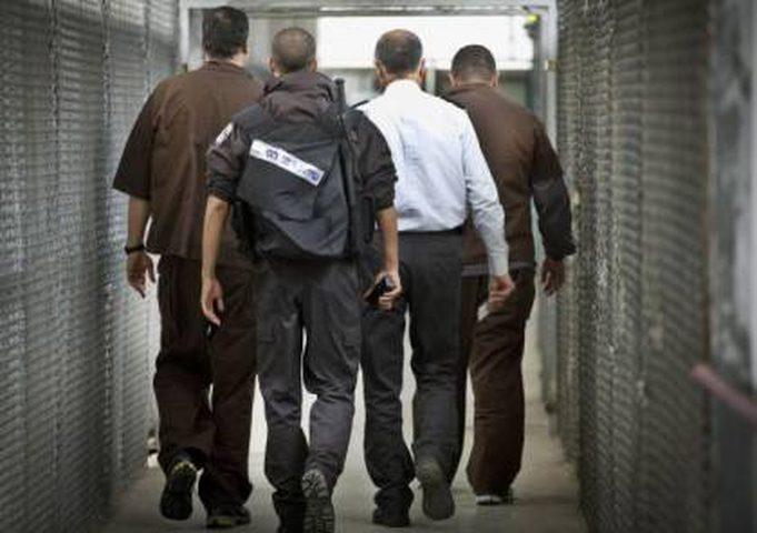 """نادي الأسير: نتائج عينات الأسرى المرضى في سجن """" الرملة"""" سلبيّة"""