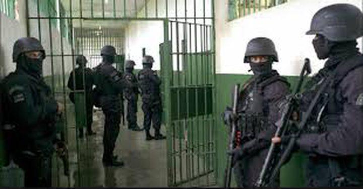 شومان يدعو المؤسسات الدولية لإرسال بعثات دولية للأسرى بالسجون