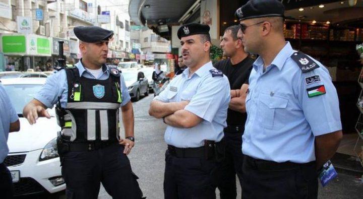 الشرطة تغلق محلات وتحرر مخالفات لعدم الالتزام بحالة الطوارئ بجنين