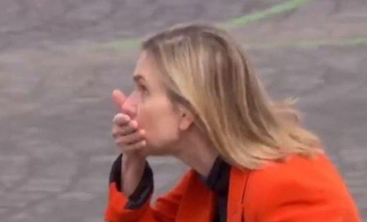 شاهد وزيرة الصناعة الفرنسية تتعرض لموقف محرج بسبب الكمامة
