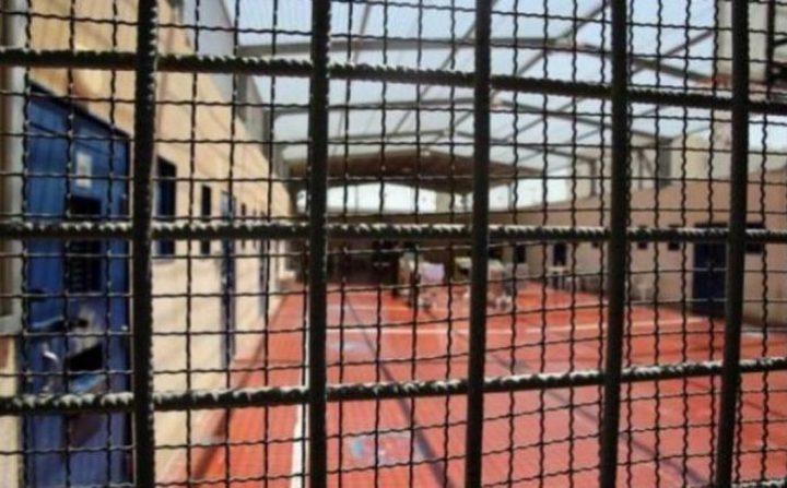 الاحتلال يواصل عزل الأسير حاتم القواسمة في ظروف صعبة