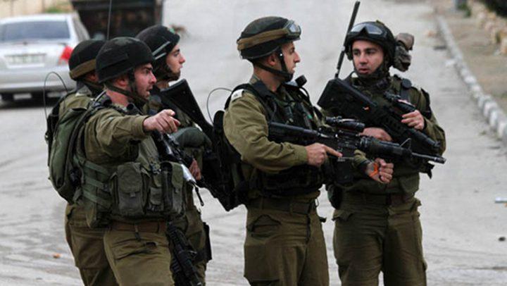 القدس: الاحتلال يستولي على صهريج وقود في حزما ويقتحم قرية مخماس