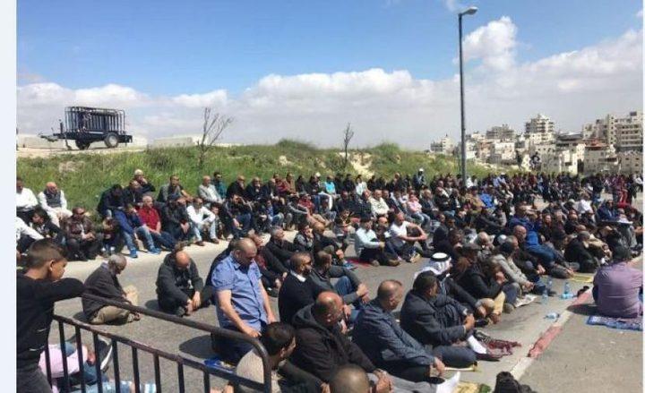 """عشرات الأهالي في بديا يؤدون صلاة الجمعة على أراضي """"خلة حسان"""""""