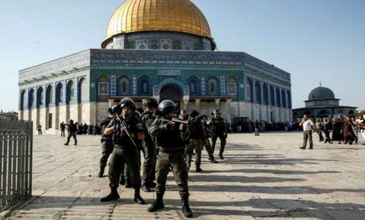 قوات الاحتلال تعتقل حارساً ومصلياً من المسجد الاقصى