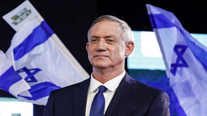 غانتس يجمد العقوبات المفروضة على بنوك فلسطينية تصرف مخصصات اسرى