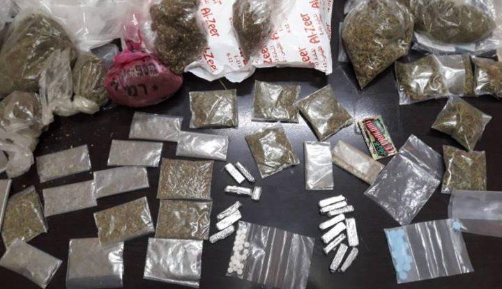 شرطة جنين تقبض على تاجر مخدرات وتضبط مواد مخدرة
