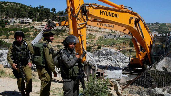 الخليل: الاحتلال يهدم مسكنين في قرية بيرين