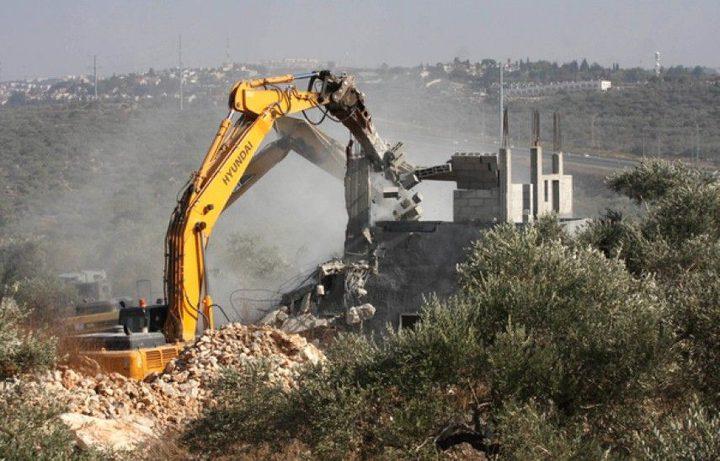 الاحتلال يهدم منزلا قيد الانشاء غرب سلفيت