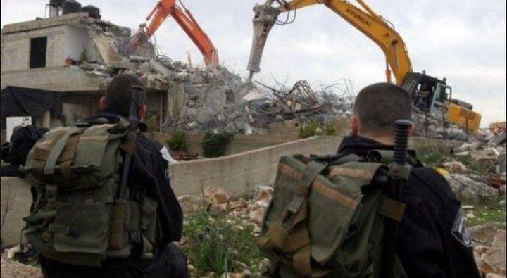 الاحتلال يخطر بهدم غرفتين سكنيتين جنوب الخليل