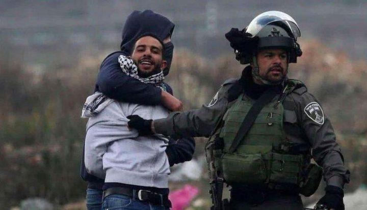 وحدات اسرائيلية خاصة تعتقل شابا من الرام شمال القدس