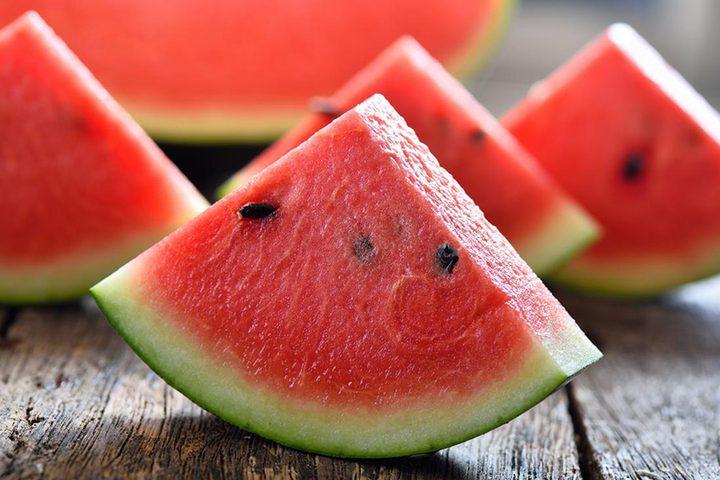 تحذير.. البطيخ الأحمر يضر بصحة كل من يعاني من الأمراض الهضمية