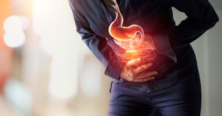 ما هي خطورة الشعور بألم المعدة بعد تناول الطعام ؟