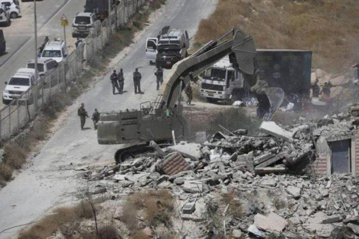 الاحتلال يخطر بهدم 3 منازل وبركسات غرب بيت لحم