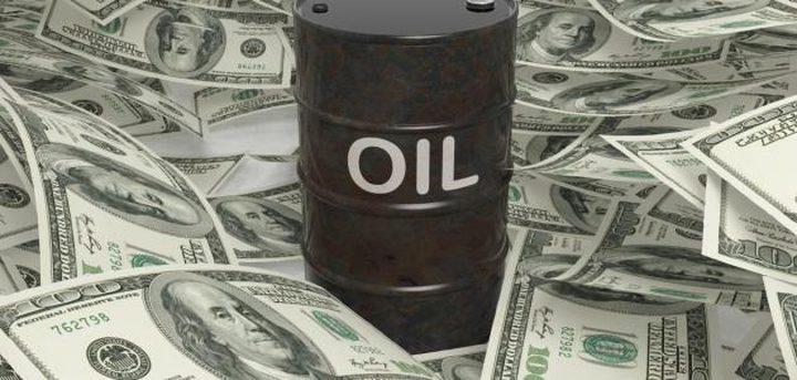 الدولار يدعم أسعار النفط