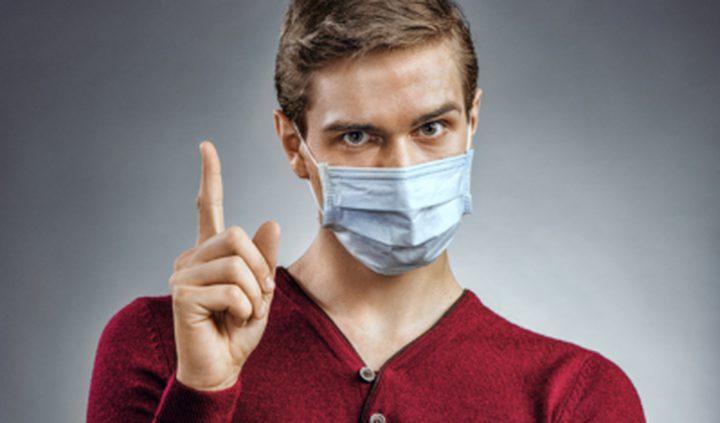 طبيب بريطاني يفند شائعة تأثير الكمامة على التنفس