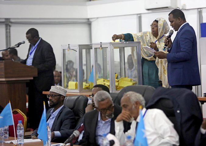الصومال: إقالة رئيس الوزراء في تصويت على الثقة