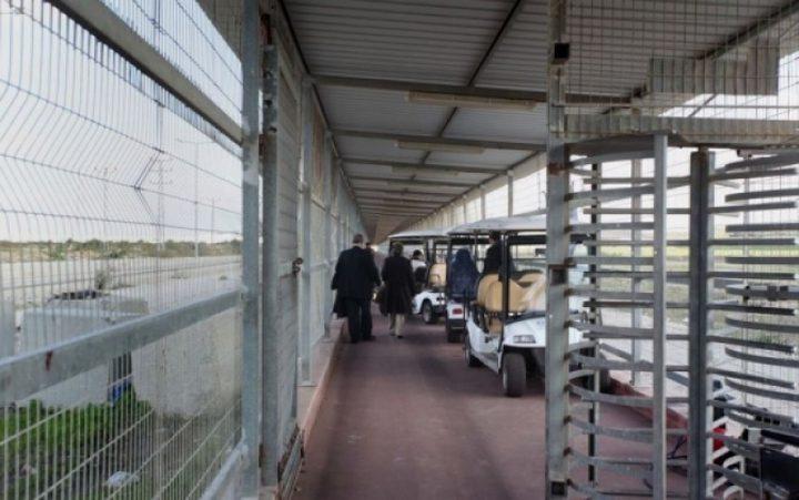 الاحتلال يعتقل مواطنين على حاجزب بيت حانون