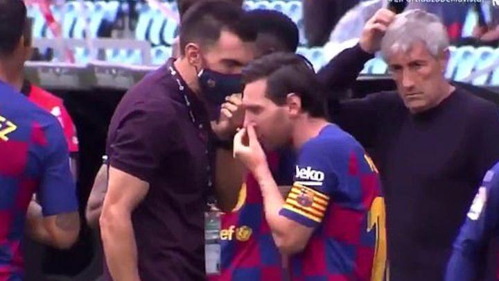 """ميسي يطالب برشلونة بالتعاقد مع المدرب """"العبقري المجنون"""""""