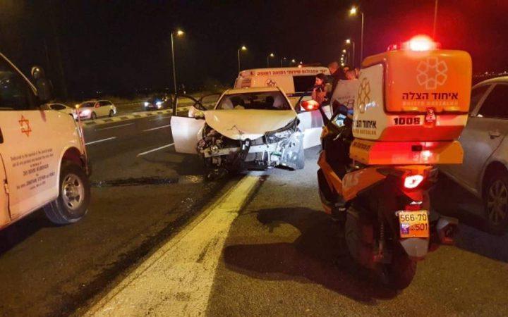 إصابة خطيرة لطفلة بحادث سير في بلدة العزيز