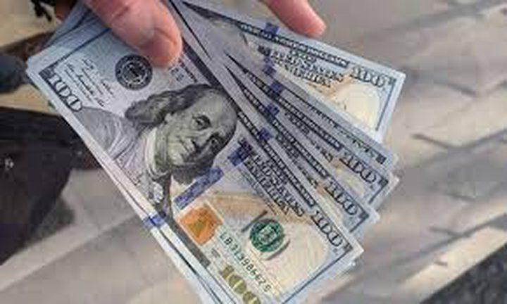 الدولار يهوي وسط توقعات بتساهل أكبر للمركزي الأمريكي