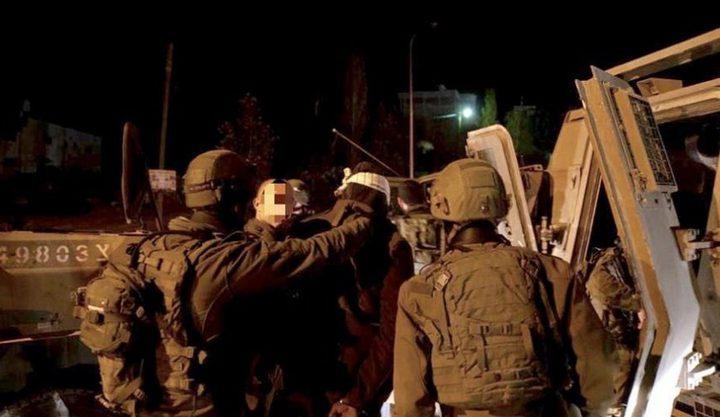 حملة مداهمات واعتقالات في مناطق متفرقة بالضفة