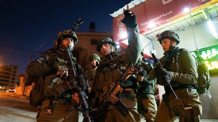 قوات الاحتلال تستولي على شاحنة ومركبة نضح في دير بلوط