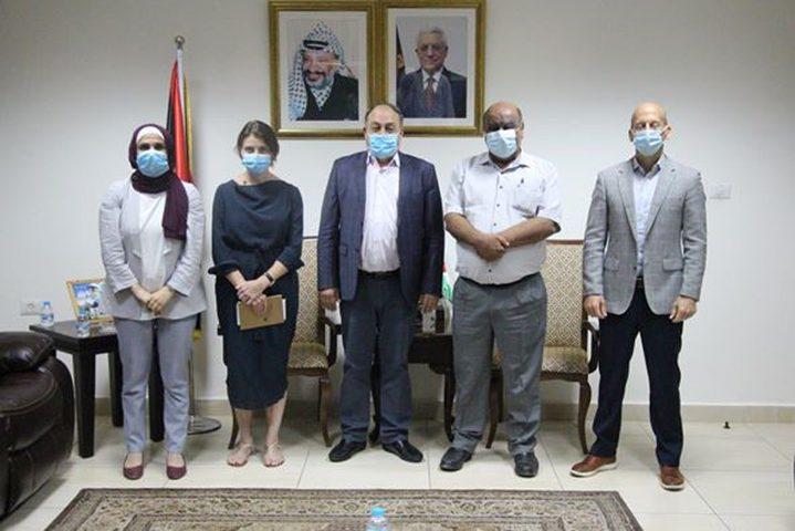 محافظ نابلس يلتقي مديرة العمليات للأونروا في فلسطين