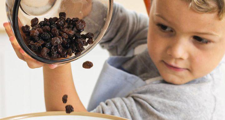 ما هي خطورة تناول الأطفال لفاكهة الزبيب ؟
