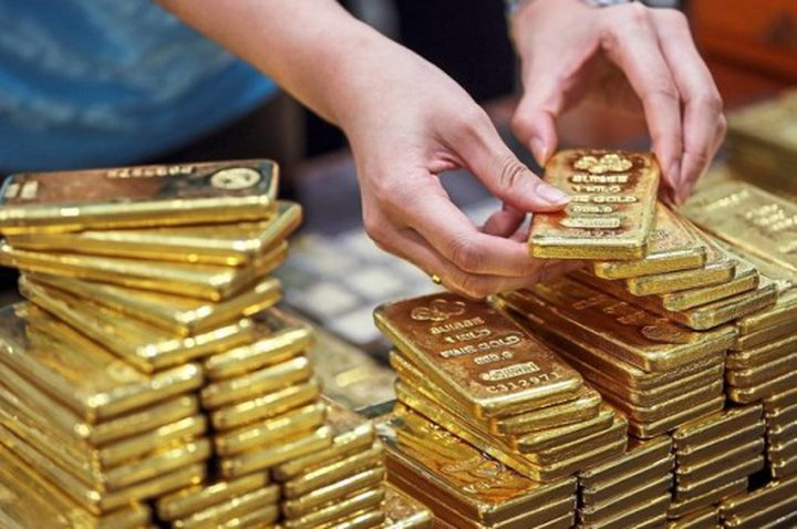 الذهب يتراجع مع تحركات للمركزي الأمريكي