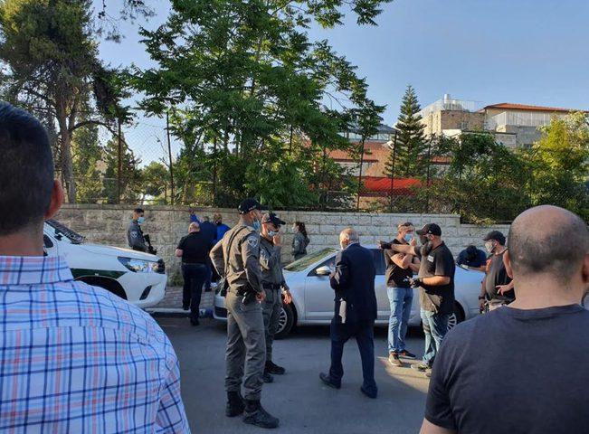 الاحتلال يعتقل أمين سر فتح ويمنع وقفة تضامنية مع محافظ القدس