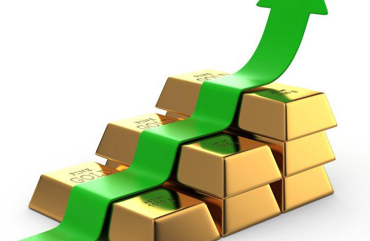 الذهب يصعد ليحوم قرب أعلى مستوياته