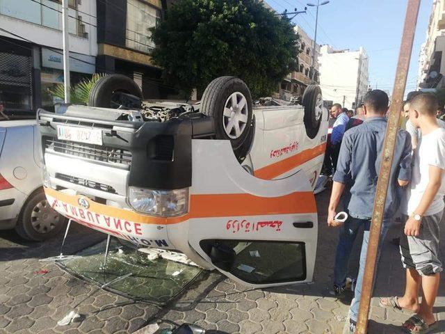 اصابات في انقلاب سيارة إسعاف وسط غزة