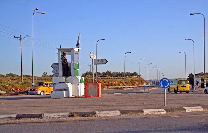 قوات الاحتلال تعتقل شاباً من طولكرم على حاجز زعترة