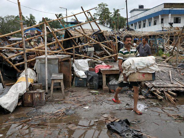 سكان مومباي مطالبون بالبقاء في المنازل بسبب الفيضانات