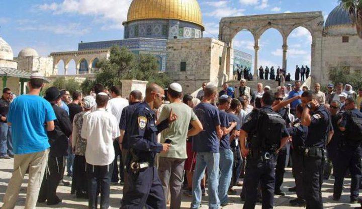122مستوطنا يقتحمون باحات الأقصى بحراسة شرطة الاحتلال