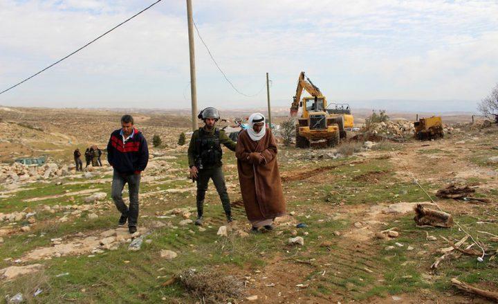 الخليل: الاحتلال يخطر بهدم 4 مساكن شرق يطا