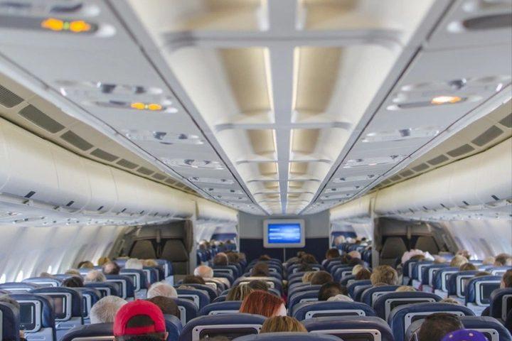 ما هي الأطعمة التي عليك تجنب تناولها في الطائرة ؟
